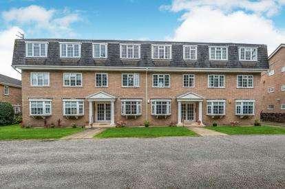 2 Bedrooms Flat for sale in Warrenhurst Court, Warren Road, Crosby, Liverpool, L23
