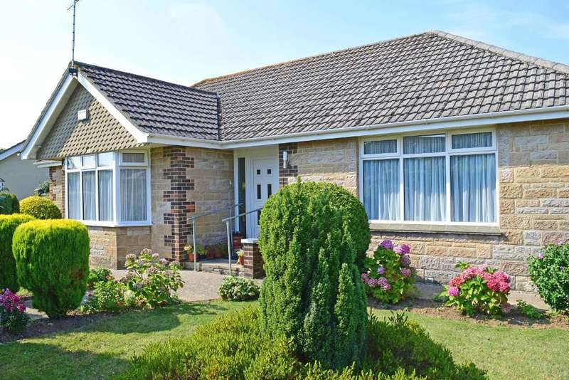 3 Bedrooms Detached Bungalow for sale in Meadow Drive, Bembridge, Isle of Wight, PO35 5XU
