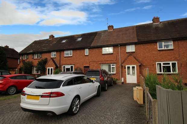 3 Bedrooms Terraced House for sale in Foster Avenue, Studley, Warwickshire, B80 7QJ