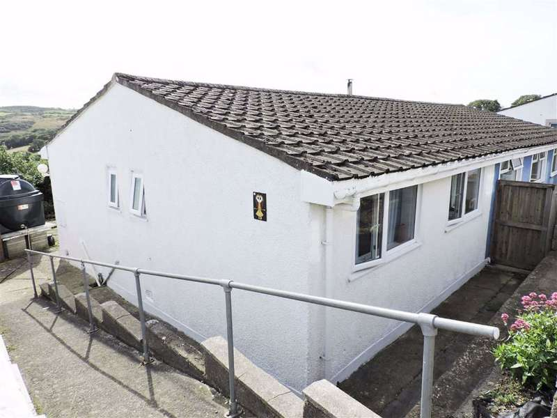 3 Bedrooms Semi Detached Bungalow for sale in Seaview Crescent, Goodwick