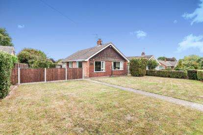 3 Bedrooms Bungalow for sale in Halesworth, Suffolk, .