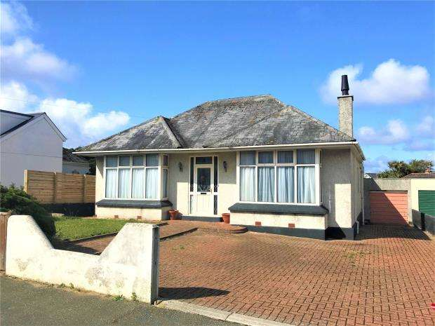 4 Bedrooms Detached Bungalow for sale in Bonython Road, Newquay, Cornwall