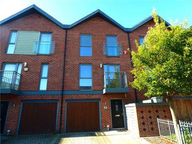 3 Bedrooms Terraced House for sale in Vosper Road, Southampton, Hampshire