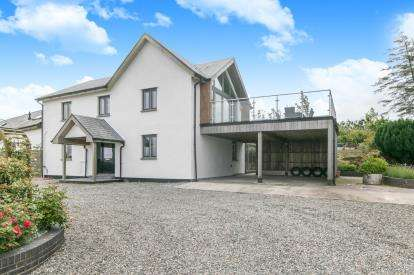 4 Bedrooms Link Detached House for sale in Carmel, Llanrwst, Conwy, North Wales, LL26