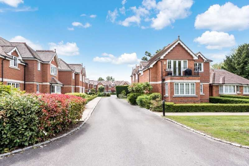3 Bedrooms Apartment Flat for sale in Bonhomie Court, Broadcommon Road, Hurst, Reading, RG10