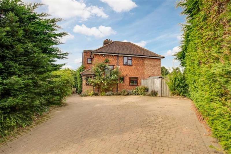 3 Bedrooms Semi Detached House for sale in Quarrendon Road, Amersham, Buckinghamshire, HP7 9EB