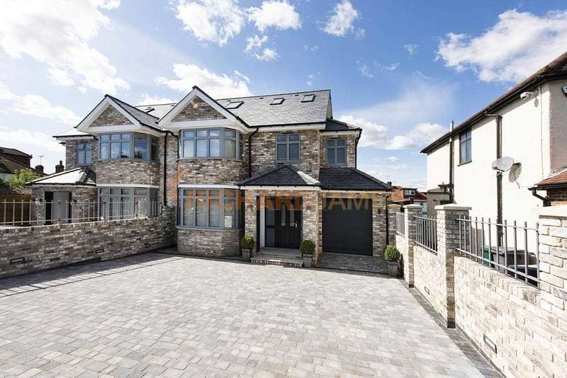 4 Bedrooms House for sale in Oakmead Gardens, Edgware