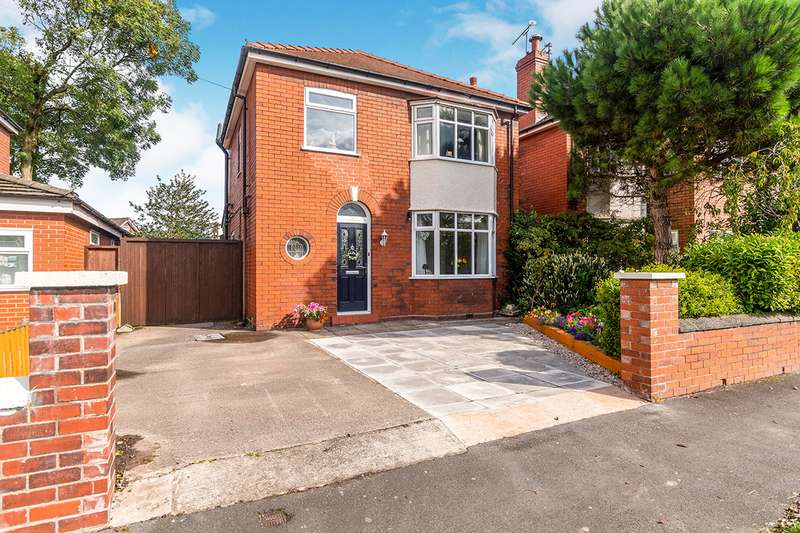 3 Bedrooms Detached House for sale in Leigh Avenue, Widnes, Cheshire, WA8