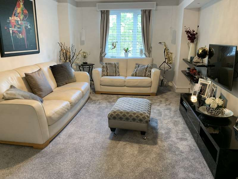 3 Bedrooms Flat for sale in Pendle Drive, Clitheroe, Lancashire, BB7