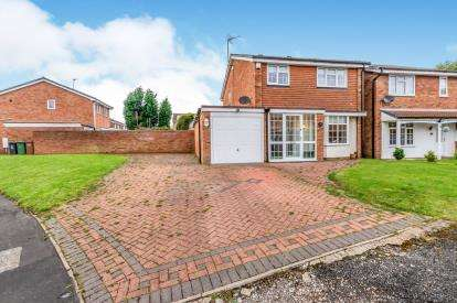 4 Bedrooms Detached House for sale in Miles Meadow Close, Coppice Farm Estate, Willenhall, West Midlands