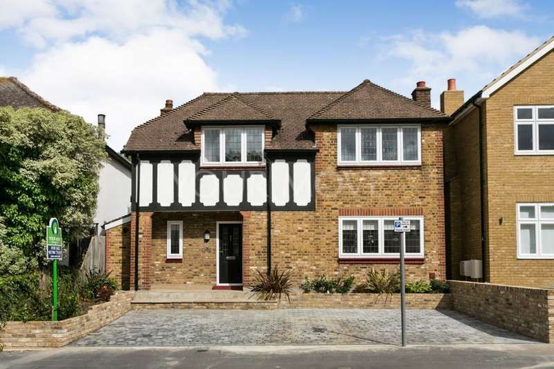 3 Bedrooms Detached House for sale in Park Drive, Romford, RM1