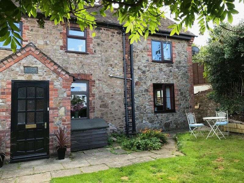 4 Bedrooms Property for sale in Pontesbury Hill, Shrewsbury