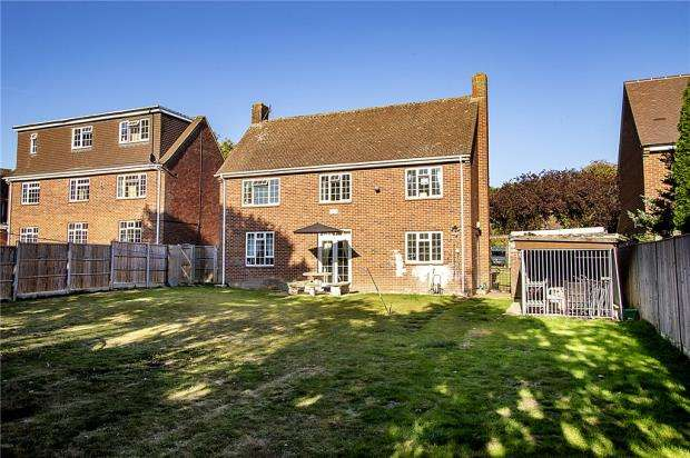 3 Bedrooms Detached House for sale in Salmond Road, Reading, Berkshire