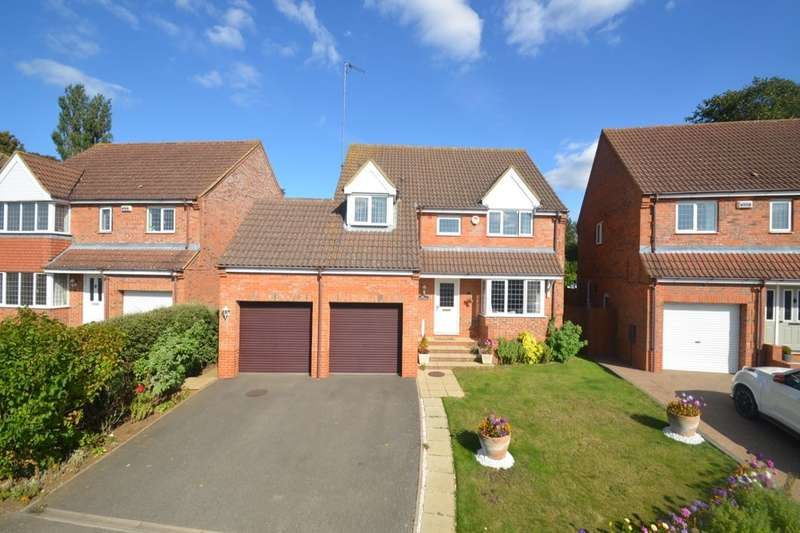 4 Bedrooms Detached House for sale in Ostlers Way, Kettering, NN15