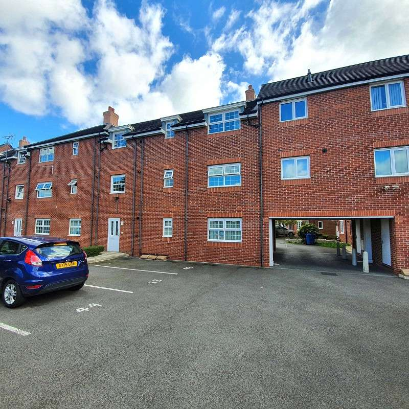 2 Bedrooms Flat for sale in Brentwood Grove, Leigh, Greater Manchester. WN7 1UG