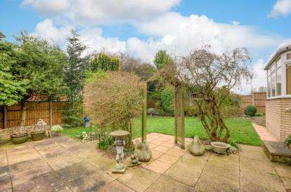 4 Bedrooms Detached House for sale in Tweed Drive, Bletchley, Milton Keynes