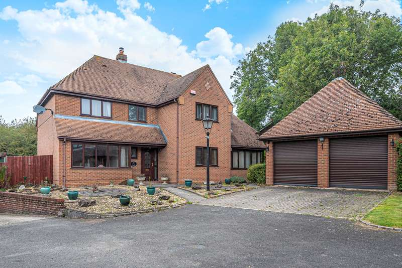 5 Bedrooms Detached House for sale in Wentworth Court, Station Road, Harlington, LU5