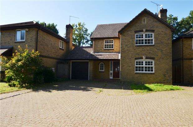 4 Bedrooms Detached House for sale in Minehurst Road, Mytchett, Camberley