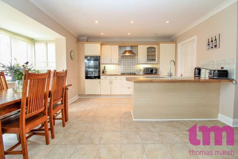 4 Bedrooms Detached House for sale in Dove Close, Chafford Hundred, Grays