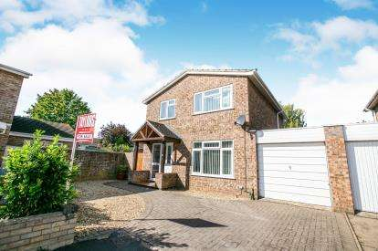 4 Bedrooms Link Detached House for sale in Prinknash Road, Putnoe, Bedford, Bedfordshire