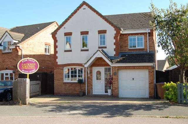 4 Bedrooms Detached House for sale in Preston Drive, Lang Farm, Daventry NN11 0GL