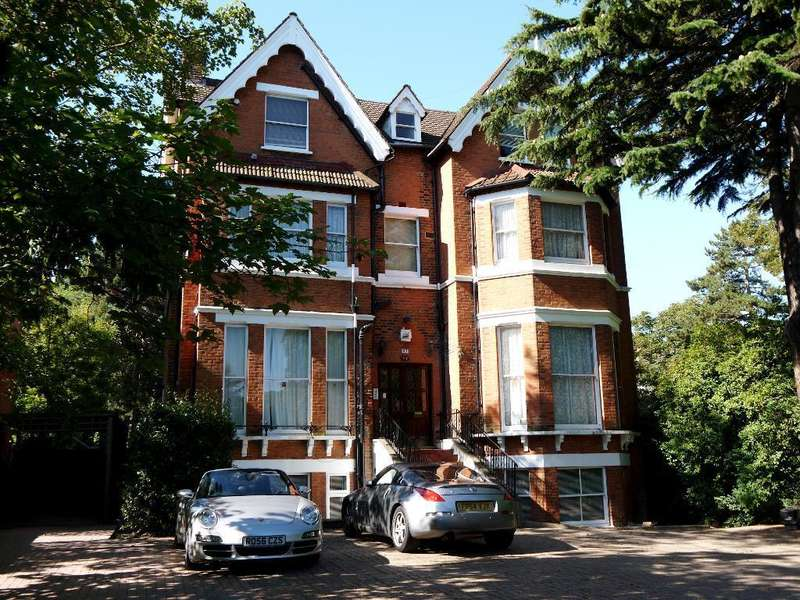3 Bedrooms Flat for rent in Gipsy Hill, Upper Norwood, London, SE19 1QL