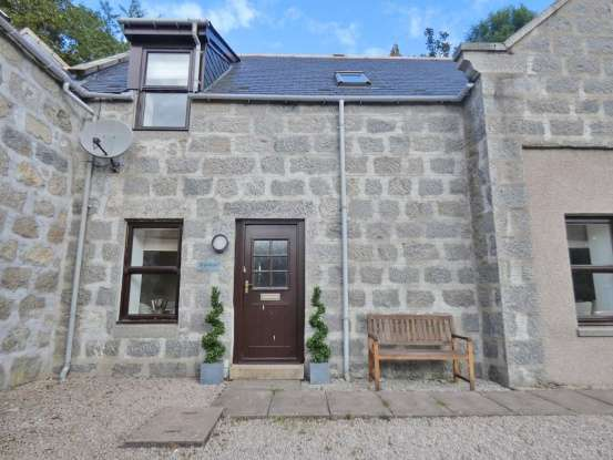 3 Bedrooms Terraced House for sale in Kingsford Steadings, Alford, Aberdeenshire, AB33 8HN