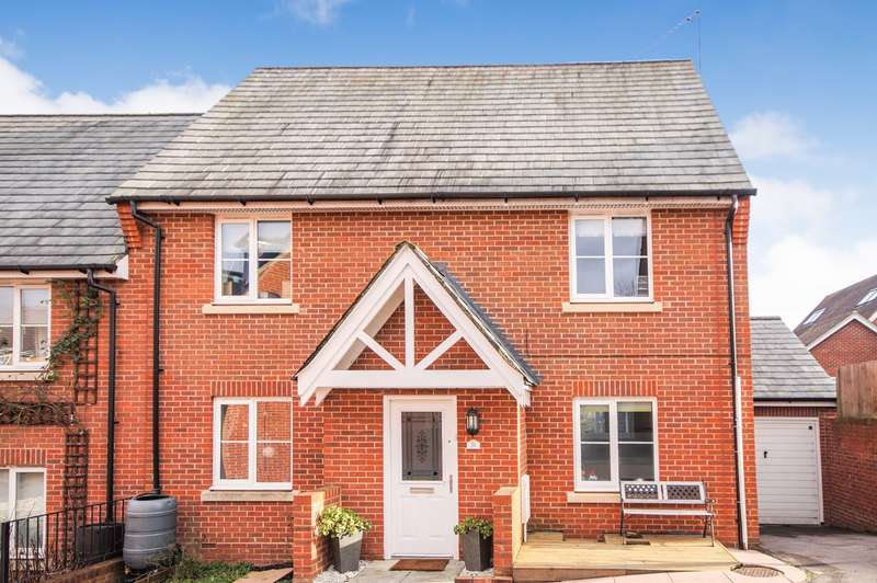 5 Bedrooms Semi Detached House for sale in Ducketts Mead, Shinfield, Reading, RG2