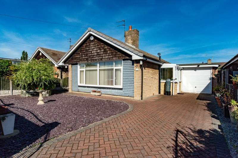 3 Bedrooms Detached Bungalow for sale in Balmoral Road, Dunscroft, Doncaster, South Yorkshire, DN7