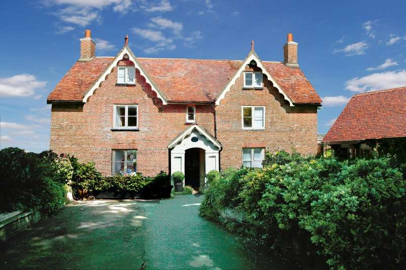 5 Bedrooms Detached House for sale in Godshill, Isle Of Wight