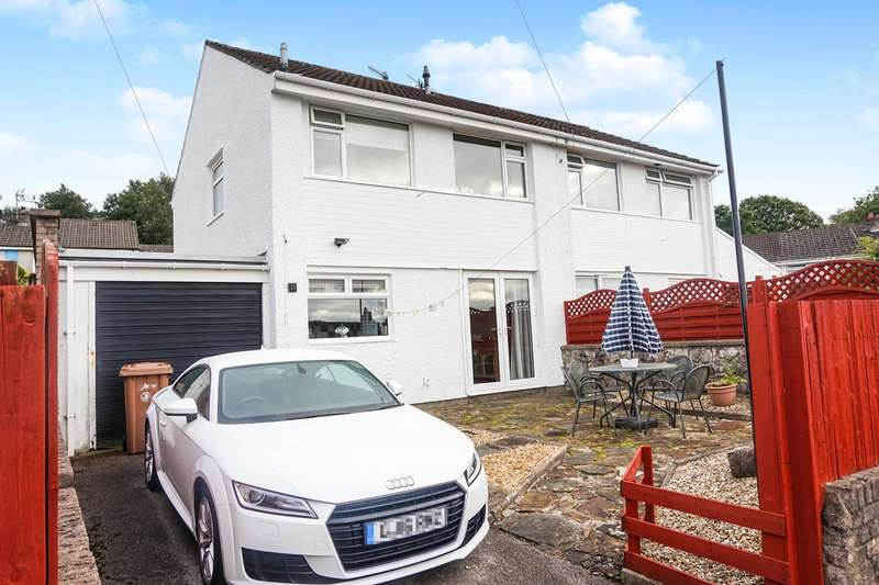 3 Bedrooms Semi Detached House for sale in St James Close, Maesycwmmer, Hengoed, CF82