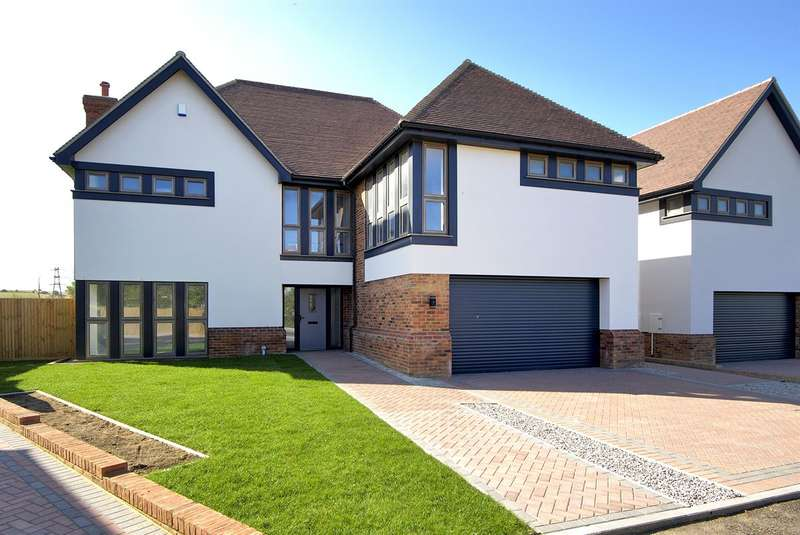 5 Bedrooms Detached House for sale in Thornden Wood Road, Herne Bay