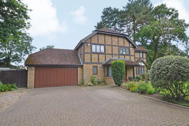 5 Bedrooms Detached House for sale in Dartnell Court, West Byfleet, KT14