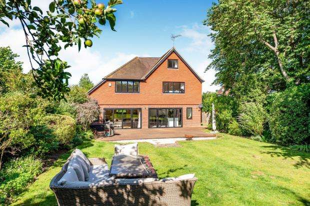 6 Bedrooms Detached House for sale in Leatherhead, Surrey