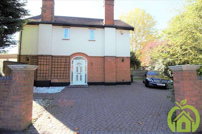 4 Bedrooms Detached House for sale in Main Road, Romford