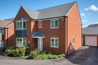 4 Bedrooms House for sale in Forsythia Way, Whitnash, Leamington Spa, Warwickshire