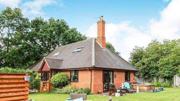 3 Bedrooms Detached House for sale in Sherfield-on-Loddon, Hook, Hampshire