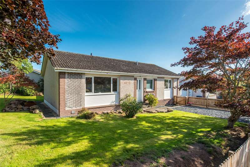 4 Bedrooms Bungalow for sale in 12 Barony Park, Kelso, Scottish Borders, TD5