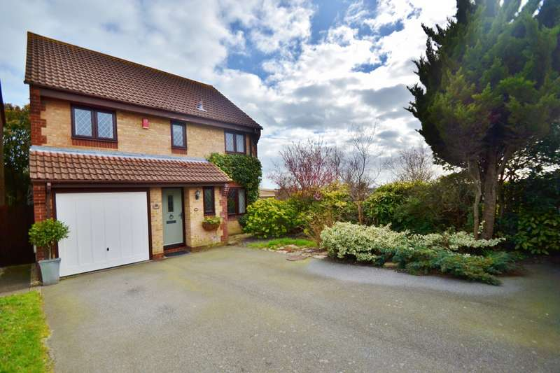 5 Bedrooms Detached House for sale in Talbot Village