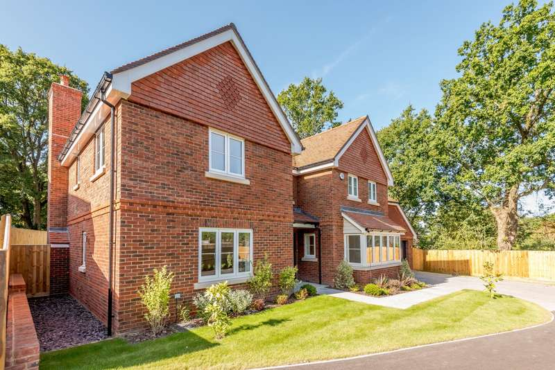 5 Bedrooms Detached House for sale in Horsham Road, Cranleigh, GU6