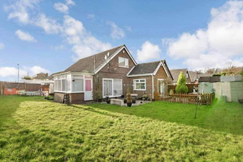 3 Bedrooms Bungalow for sale in Ventnor Close, Ossett, West Yorkshire, WF5