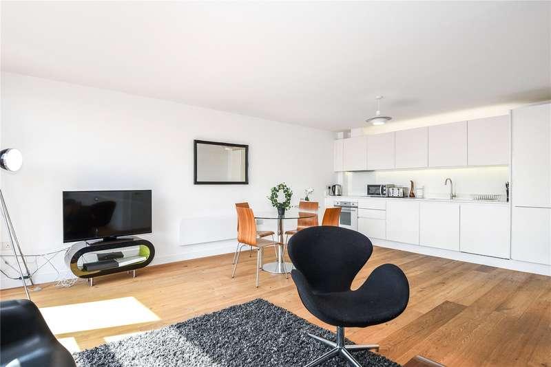 2 Bedrooms Flat for sale in Topham Street, London, EC1R