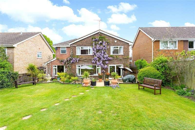 4 Bedrooms Detached House for sale in Chestnut Close, Liphook, Hampshire, GU30