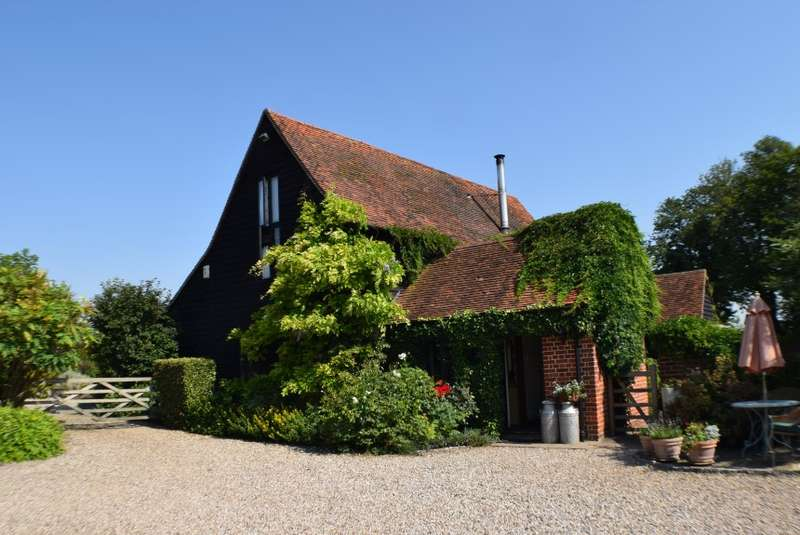 3 Bedrooms Barn Conversion Character Property for sale in The Old Dairy, Chickney Hall, Chickney, Broxted, Dunmow, Essex