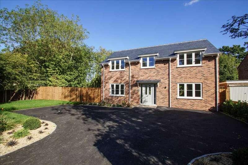 3 Bedrooms Detached House for sale in Lexden Road, West Bergholt, Colchester