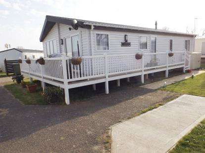 2 Bedrooms Mobile Home for sale in Highfield Grange Park, London Road, Clacton-On-Sea