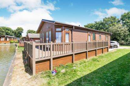 2 Bedrooms Mobile Home for sale in Great Bentley, Colchester, Essex