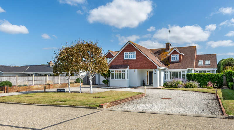 5 Bedrooms Detached House for sale in Selborne Way, East Preston