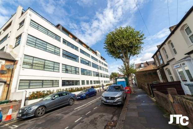 1 Bedroom Apartment Flat for sale in Bridgepoint Lofts, 6 Shaftesbury Road, London, E7