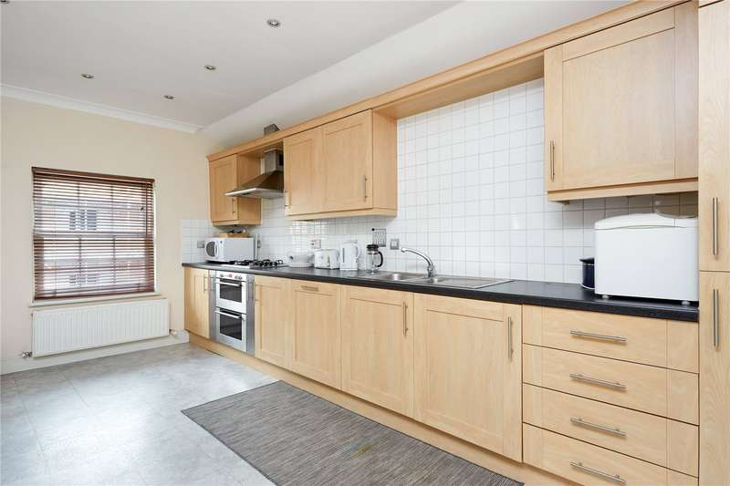 2 Bedrooms Flat for sale in The New Inn Court, 54 Matham Road, East Molesey, Surrey, KT8